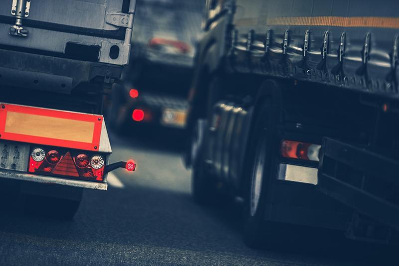 Unii transportatori est-europeni ocolesc noua legistație, pentru a continua practicile de dumping social