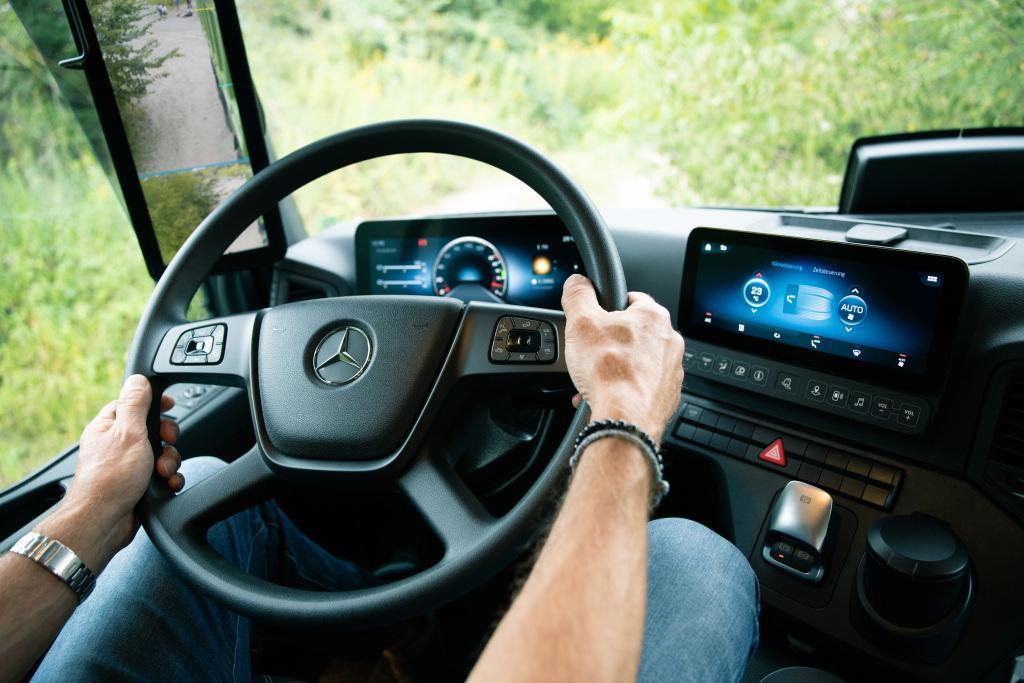 Mercedes-Benz Arocs, acum și în versiune dedicată industriei de construcții
