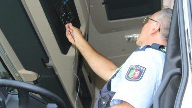 Șofer german de camion prins că folosea două carduri tahograf