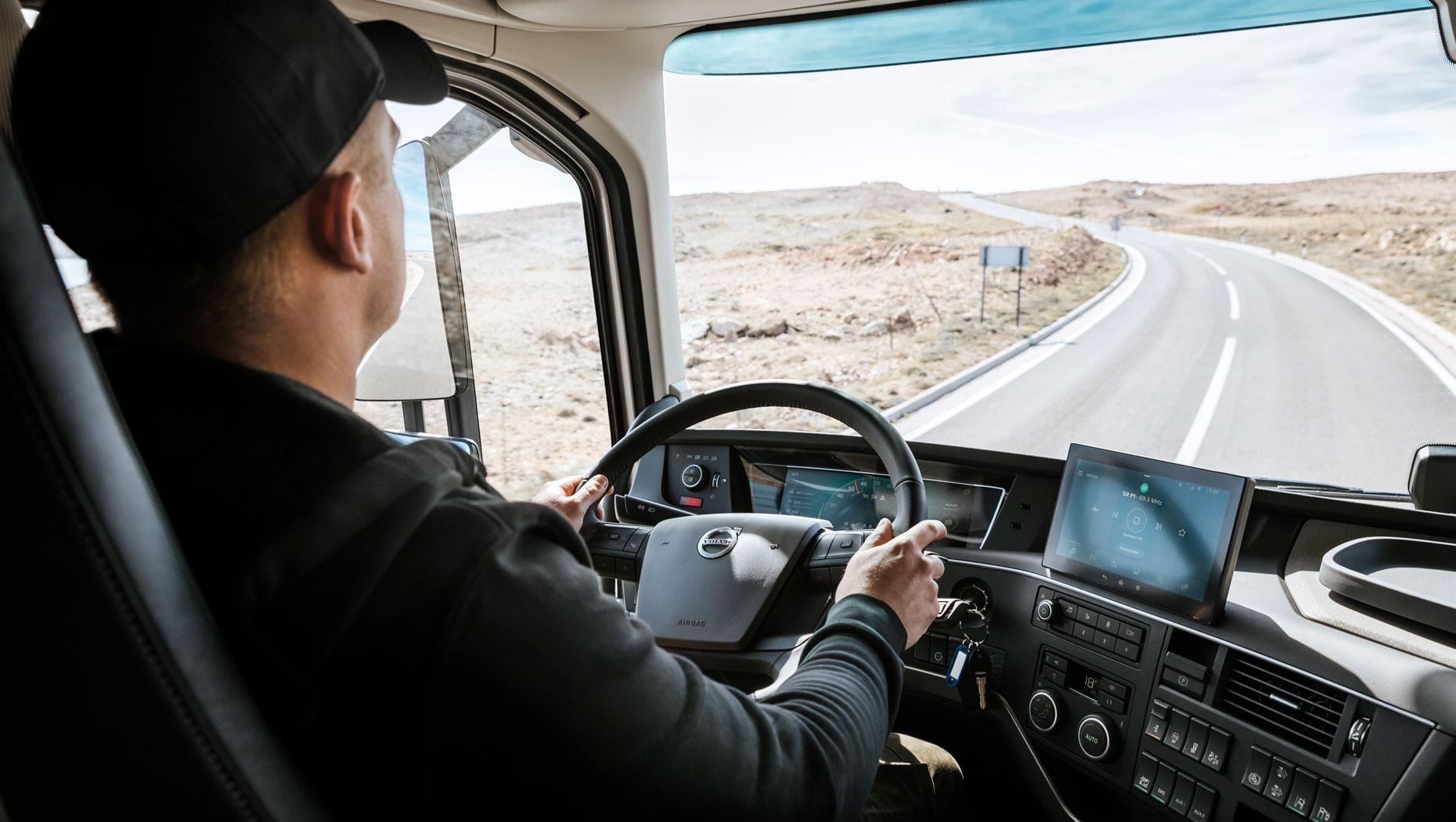 Noile camioane Volvo facilitează luarea deciziilor corecte de către șoferi