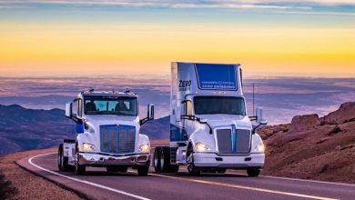 Două camioane electrice au cucerit în premieră mondială vârful Pikes Peak