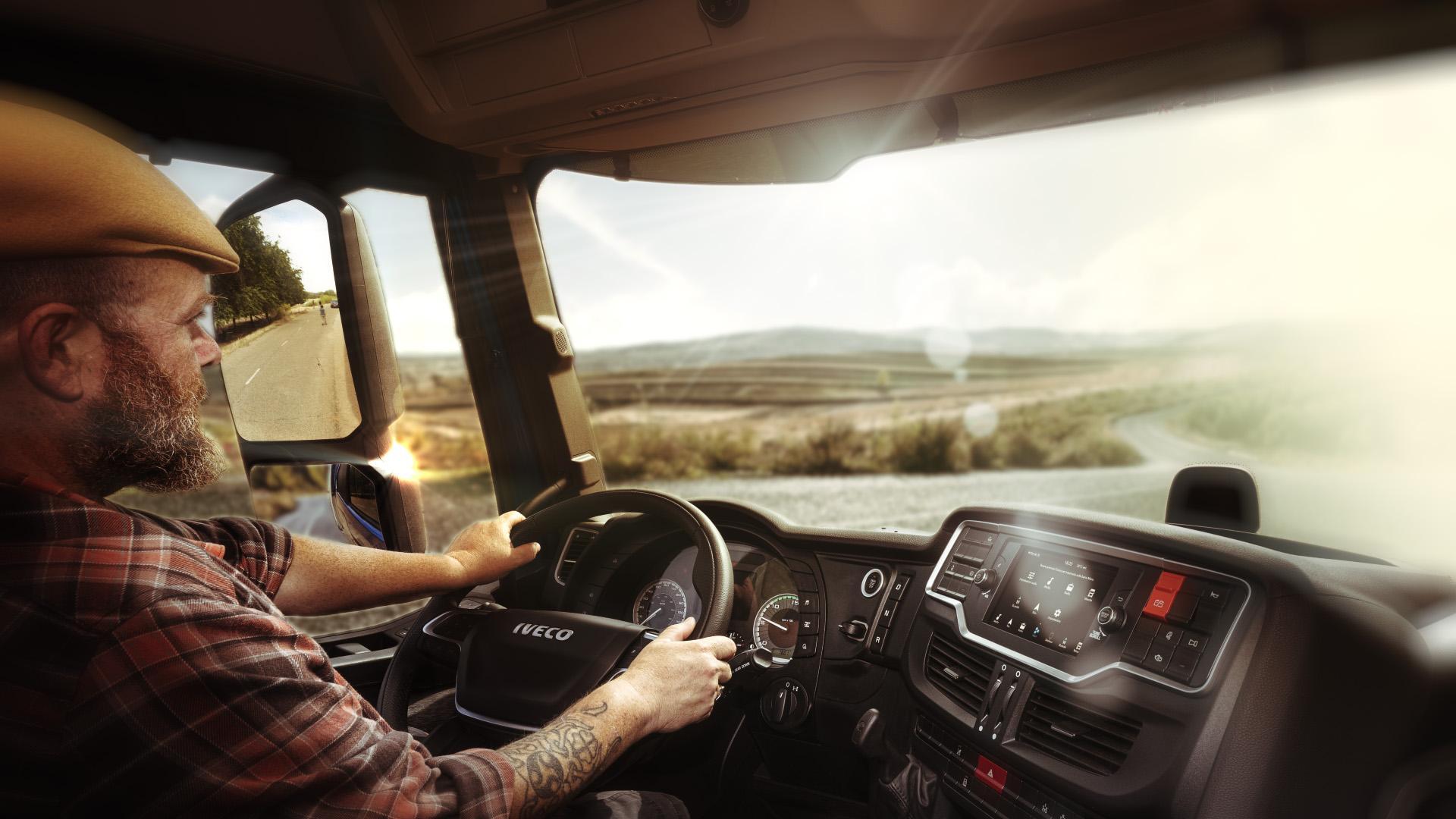 Din 2021, camioanele IVECO și Volvo vor fi disponibile cu asistentul vocal Alexa