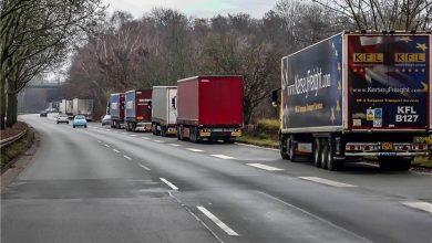 Șoferii de camion riscă amenzi dacă parchează în zona depozitului Amazon din Dortmund
