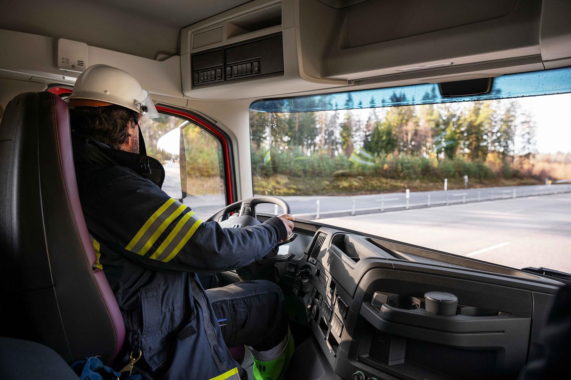 Noile Volvo FM și FMX disponibile în variante pentru servicii de urgență