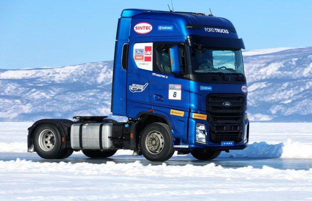 Video: 140 km/h pe gheață cu Ford F-Max