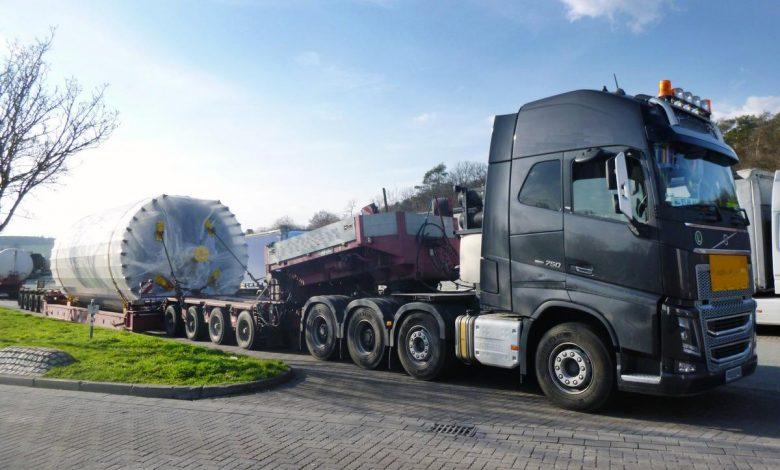 Transport agabaritic oprit din circulație pentru că nu avea toate autorizațiile necesare