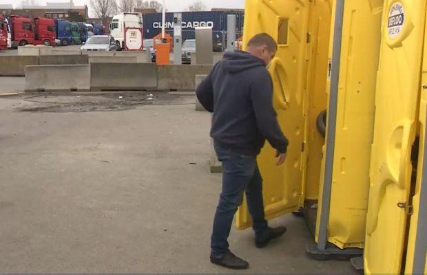 Sute de șoferi străini, odihnă în condiții neigienice în Portul Zeebrugge