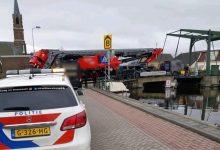 Combinație de 100 de tone, blocată pe un pod îngust din Olanda