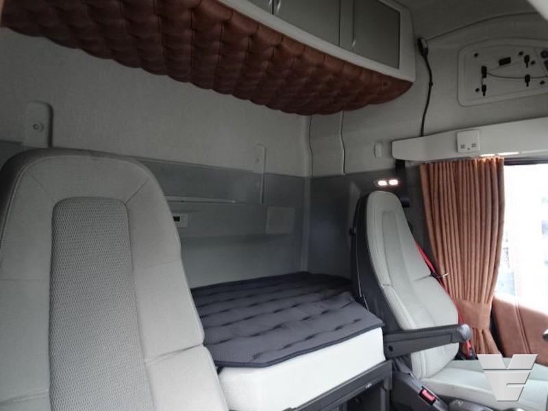 Primul Volvo FH Globetrotter XXL produs în Europa scos la vânzare