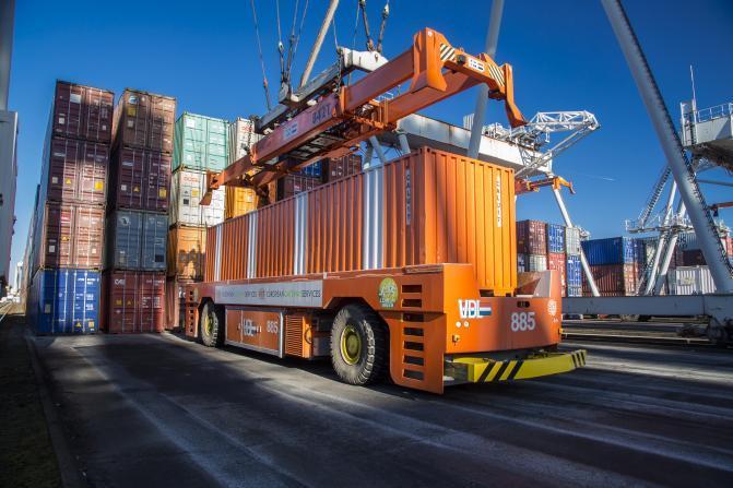 Portul Rotterdam comandă alte 77 de camioane fără șofer de la VDL
