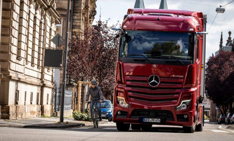 Sistemul Sideguard Assist, disponibil pentru mai multe camioane Mercedes