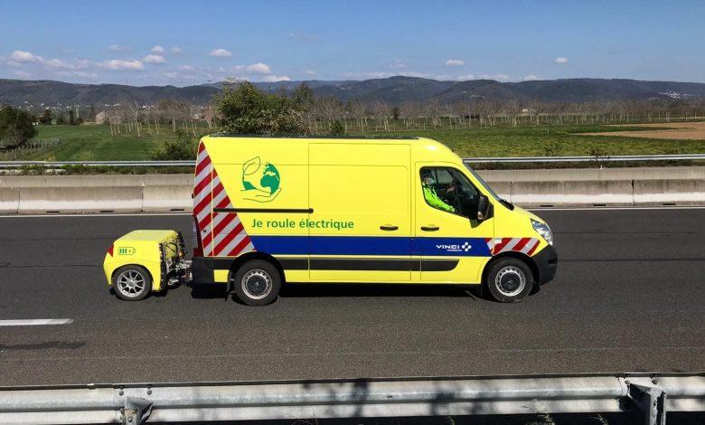 Renault Master ZE cu baterii suplimentare în remorcă