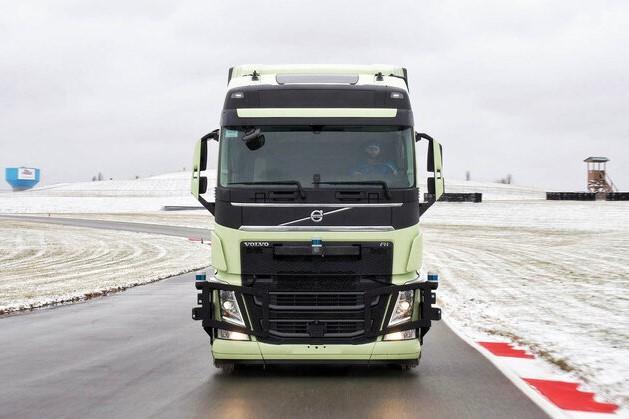 Volvo, partaneriat cu Aurora pentru un camion ce poate merge autonom pe autostradă