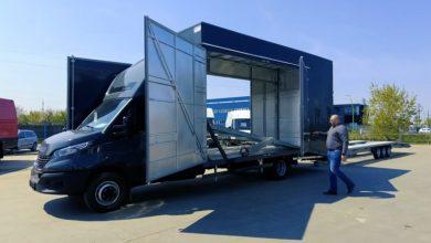 Transportor auto IVECO Daily cu loc pentru 4 mașini și 2 șoferi