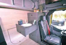 Renault Living Driver Single Cab cu lavoar, dulap cu sertare, canapea și masă