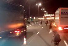 Noi atacuri violente ale imigranților, la Calais (VIDEO)