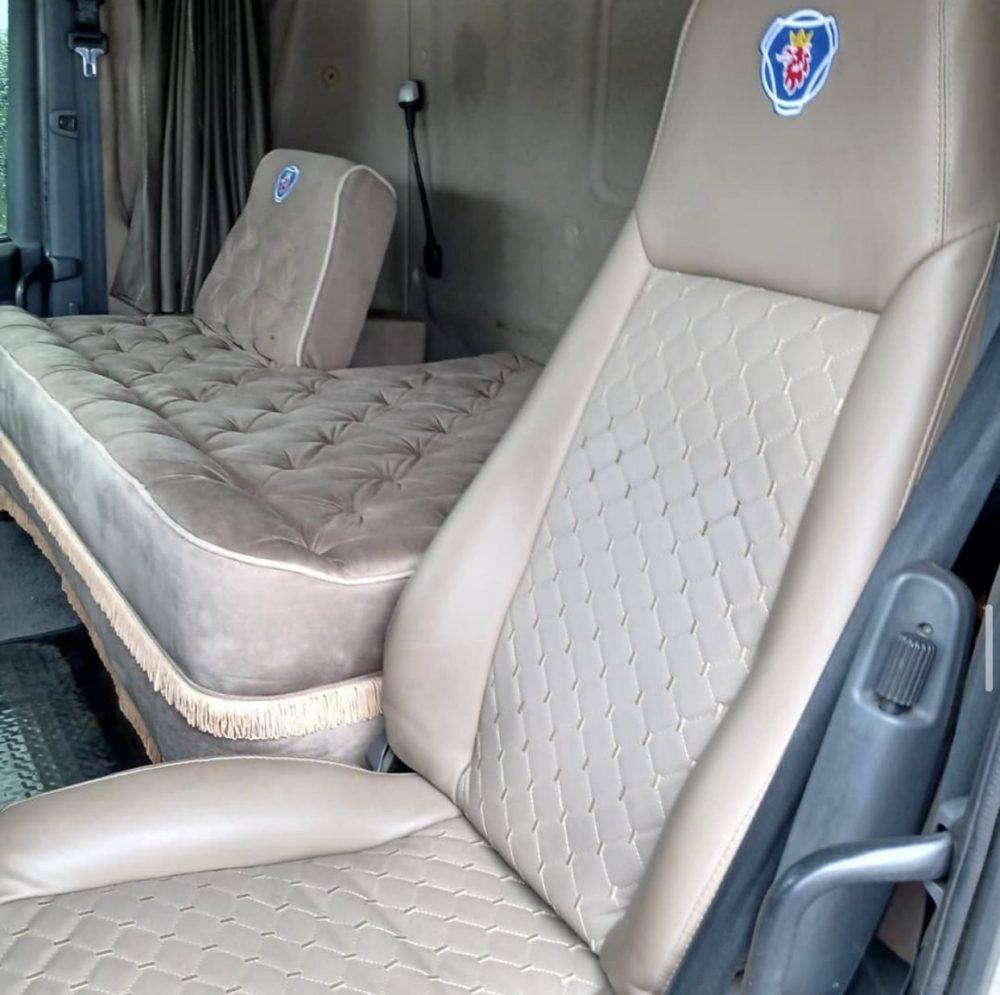 O nouă modă: cabina cu pat dublu în locul scaunului pasagerului