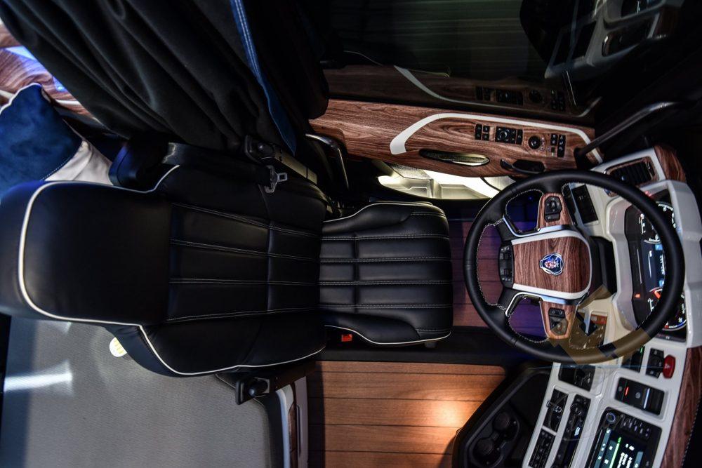 Camion Scania cu interior de yacht de lux