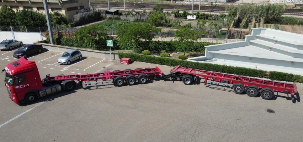 Combinație pentru transportul a două containere maritime, în Spania
