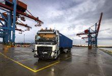 Volvo își învață camioanele să circule autonom în Portul Goteborg