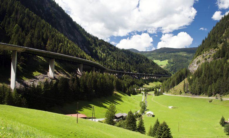 Interdicțiile introduse de Tirol, aruncă în haos traficul de camioane