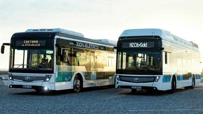 Primele autobuze cu sigla Toyota din Europa