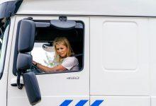 Regina Olandei a condus în premieră un camion (VIDEO)