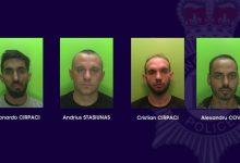 Români condamnați pentru furtul mai multor autoutilitare în Marea Britanie